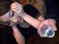 居酒屋でナンパ、酔い潰れている泥酔ギャルの止まらない潮吹きを生撮りさらにがっつり中出し!