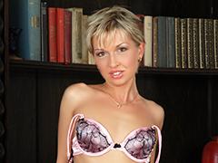 ハンガリー美女と異文化交流 - ジュリアン -