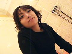 明るく笑顔が可愛い黒髪娘をぶっかけセックス希