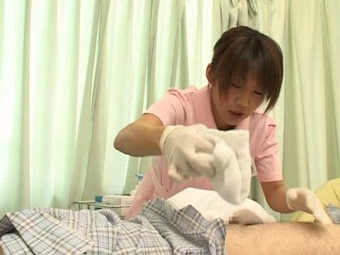 入院中は色々と欲求不満になるから看護婦さんにチンポ見せつけて抜いてもらえるか検証 Part.1 無修正画像02