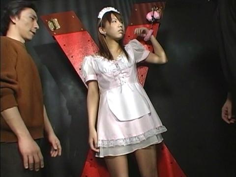 地下室にウェイトレスを監禁して凌辱レイプ!嫌がり叫ぶも容赦なく輪姦 Vol.1 無修正画像02