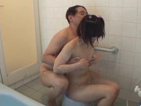 幼い姪っ子と一緒にお風呂に入ってロリボディを堪能してハメたり小さなお口でフェラさせたり part.1 無修正画像05