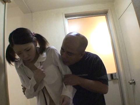 幼い姪っ子と一緒にお風呂に入ってロリボディを堪能してハメたり小さなお口でフェラさせたり part.3 無修正画像01