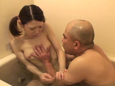 幼い姪っ子と一緒にお風呂に入ってロリボディを堪能してハメたり小さなお口でフェラさせたり part.3 無修正画像03